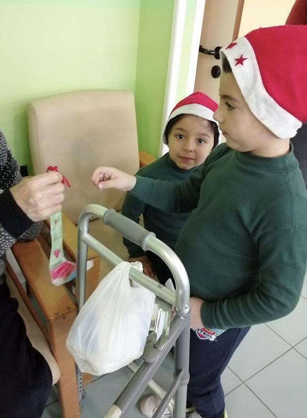 Natale-tra-piccoli-e-anziani1